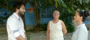 A droite , Clara Face au jeune promoteur immobilier sans scrupules . Au centre sa fidèle femme de ménage ....