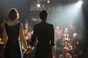 Les deux soeurs ( Natalie Portman et Lily-Rose  Depp)  , en représentation ...