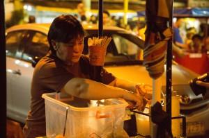 Ma'Tosa ( Jaclyn Jose ) ua travail dans sa petite boutique de rue