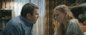 Romeo( Adrian Totiéni ) et Sa fille Eliza ( Maria Dragus )