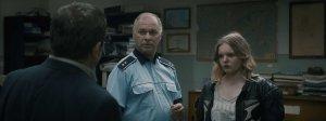 Père et fille au Commissariat de Police après l'agression de celle-ci