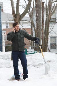 Au téléphone à Bostaon , Lee ( Casey Affleck) apprend la mort de son frère ainé