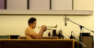 Chet ( Ethan Hawke ) travail en studio pour revenir au premier plan