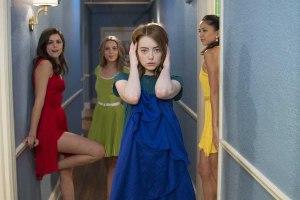 Mia ( Emma Stone ) avec ses copines ( Callie Hernnadez et Sonaya Mizuno ) , en quête de castings