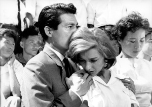 Emmanuelle Riva et Keiji Okada dans Hiroshima mon Amour d'Alain Resnais