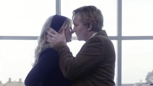 Eric ( Ulrich Thomsen) et sa jeune maîtresse ( Helene Reinaard -Neumann)