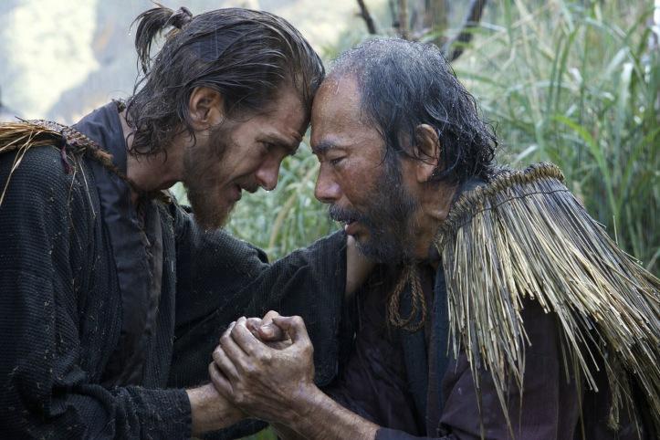 Le père Rodrigus( Andrew Garfield ) face au Vieux Mochiki ( Shinya Tsukamoto ) prêt à mourir pour r sa foi ....