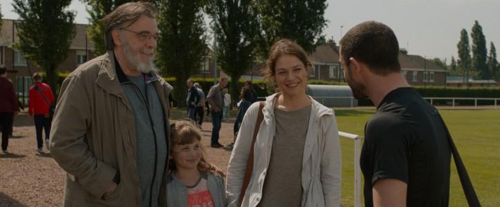 A gauche , le ,père ( Patricj Descamps ) de Pauline (Emilie Dequenne )
